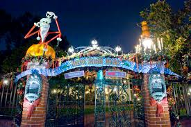 disneyland ride review eerie and merry join for the haunted