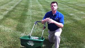 using a lawn spreader with the scotts edgeguard feature with