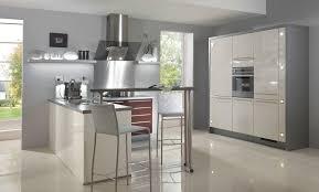 photos cuisine contemporaine cuisine contemporaine glossy top idée de décoration cuisine plus