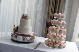 3 Tier Wedding Cake With Cupcakes Wilton Tier Floating Cake
