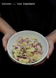 cuisiner des oignons salade de pomme de terre oignons cornichons cuisiner tout