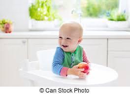 cuisine garcon garçon pomme mangeant bébé maison blanc cuisine pomme