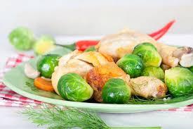 cuisiner des choux de bruxelles frais choux de bruxelles avec la carotte l oignon l ail et l aneth photo