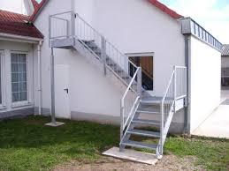 balkon mit treppe balkonbau und balkongeländer auburger stahl aussentreppen