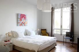 chambre simple ou chambre à coucher simple et reposante c1274 mires
