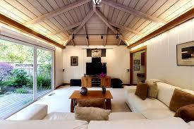 Wohnzimmer Mit Indirekter Beleuchtung Die Indirekte Beleuchtung Im Wohnzimmer Erzeugt Ein Angenehmes