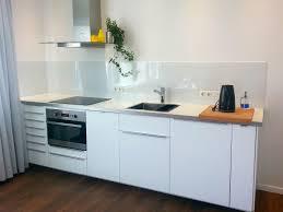 küche wandpaneele küche fliesenspiegel glas nach maß nischenverkleidungen in