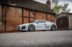 Audi R8 2017 - 2017 audi r8 v10 review a properly fast everyday supercar