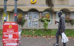 grève à la poste la mairie de ris orangis plaide pour une sortie