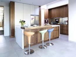 table haute cuisine bois bar cuisine bois cool cuisine blanche avec panneaux imitation bois
