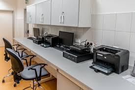 bureau imprimante bureau l imprimante matériel photo gratuite sur pixabay