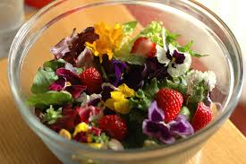 Salad With Edible Flowers - edible flowers for pretty paleo salads cleaning my plate