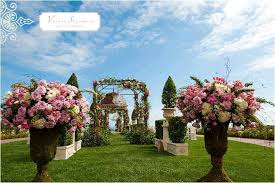 Wedding Venues In California Outdoor California Wedding Venue With Floral Adorned Arch And
