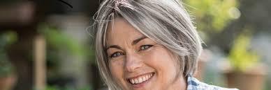 coupe pour cheveux gris assume mes cheveux gris en beauté 3 astuces naturelles