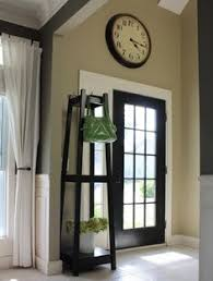 painting the inside of door black and i like this wall color for