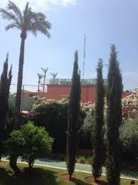 par vue de jardin vue de la piscine antenne et toit d un cabaret mauresque bruit