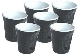 bicchieri bianchi e neri bicchieri accartocciati in ceramica top moka caffettiere moka