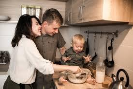 cuisine famille famille dans la cuisine télécharger des photos gratuitement