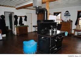 look inside a swartzentruber amish home 12 photos