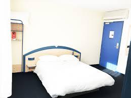 chambre accessible handicapé hôtel avec chambres pour handicapés à bordeaux hotel atena