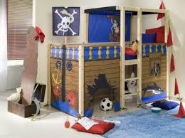 kinderzimmer pirat hochbett pirat treppe im kinderzimmer blaue farbe kinderzimmer