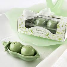 salt and pepper wedding favors peas in a pod salt and pepper shakers