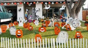 yard decorations displays