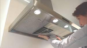 eclairage hotte cuisine professionnelle hotte de cuisine îlot avec éclairage intégré pro sub zero