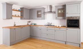 cuisine repeinte en gris 1001 idées cuisine grise et bois arômes tendance et naturels