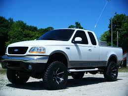 nissan titan on 28s tread depot jacked up pick up photo contest page 5