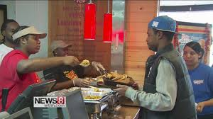 popeyes thanksgiving turkey popeye u0027s owner gives out free meal on thanksgiving youtube