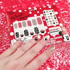 sweet and simple minnie mouse nail wrap tutorial