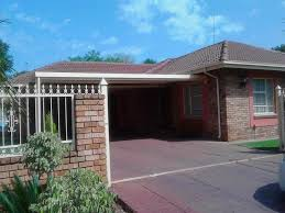 Three Bedroom House R2800 Three Bedroom House For Rent In Pimville Zone 2 Soweto