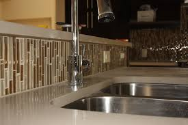 kitchen shiny and glossy glass backsplash idea for clean kitchen