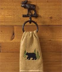 Log Cabin Bathroom Accessories by Best 25 Lodge Bathroom Ideas On Pinterest Hunting Lodge