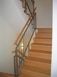 geschlossene treppen geschlossene treppen mit setzstufen bts treppen und geländer