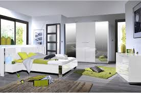 chambre laqué blanc brillant chambre à coucher complète blanc laqué et décor chromé novomeuble