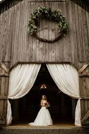 Barn Door Photography by Best 25 Barn Door Wedding Ideas Only On Pinterest Outdoor