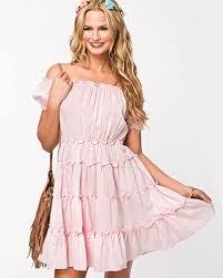 lise sandahl till dam från lise sandahl en rosa klänning