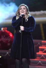 kelly clarkson performs at cma 2016 country christmas in nashville
