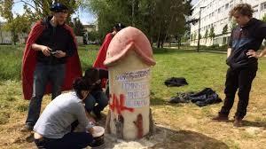 bureau de change poitiers poitiers le symbole des bitards dégradé par des féministes