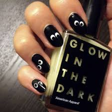 glow in the dark halloween nail art popsugar beauty