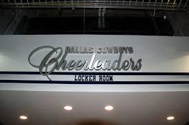 file cowboys cheerleaders locker room jpg wikimedia commons