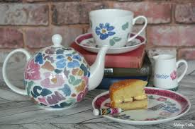 tea and cake with the bloomsbury group vintage frills