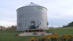 who radio u0027s bob quinn builds grain bin house whotv com