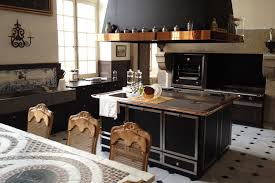 fourneaux de cuisine une cuisine de malouinière la cornue ilot central fourneaux