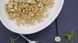 cuisiner des flageolets secs flageolets à la crème à l ail et au romarin recette par kélou
