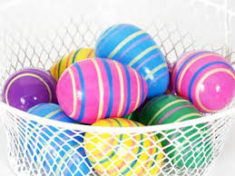 Decorate Easter Eggs 10 Ways To Decorate Easter Eggs Rubber Band Eggs Beliefnet