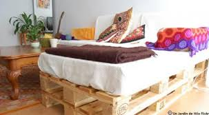 lit avec des palettes fabriquer du mobilier de jardin avec des palettes conseils pour