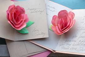 como hacer mascaras en forma de rosa tarjeta con rosa manualidades para niños